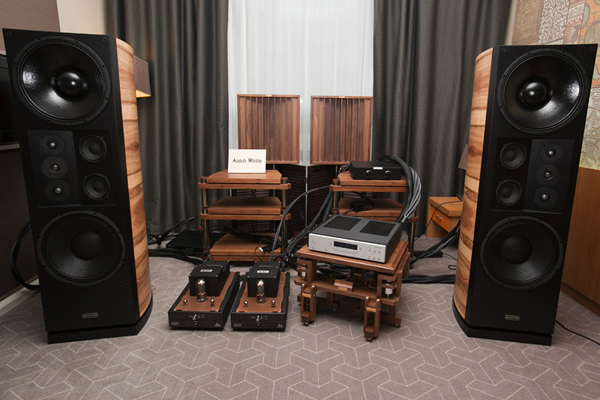 Moscow Hi-End Show 2012. Crystalvox and AudioWood, комната 212
