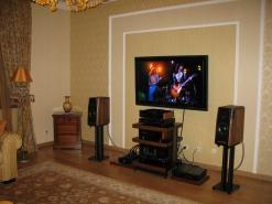 Hi-End Centre: акустические системы Mastersound на подставках Taoc, ламповая электроника Lector и Mastersound,  кабели Acrolink