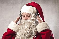Дед Мороз слушает музыку